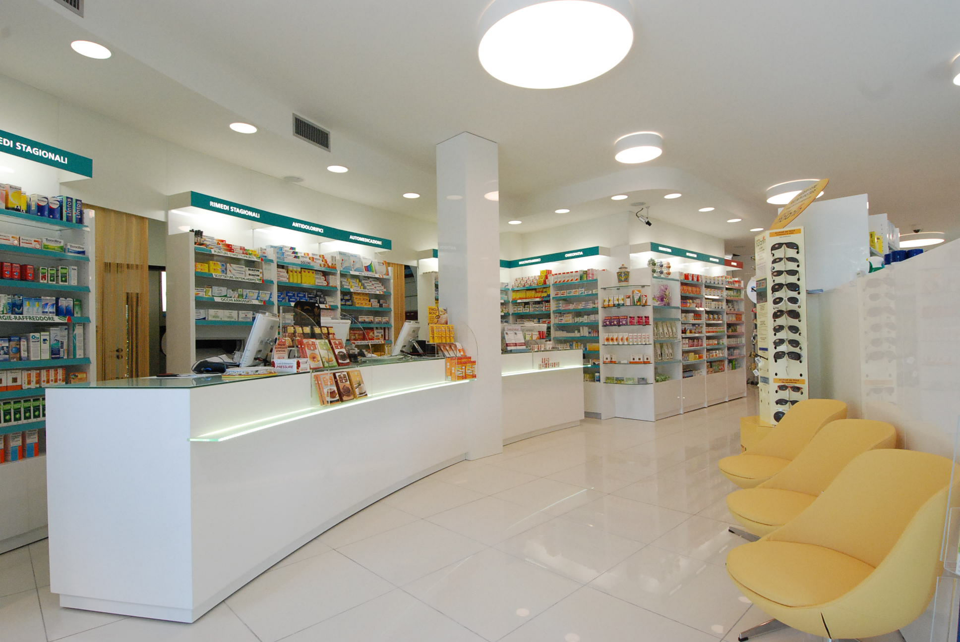 Sebrim sebrim arredo farmacie parafarmacie studi for Arredamenti farmacie