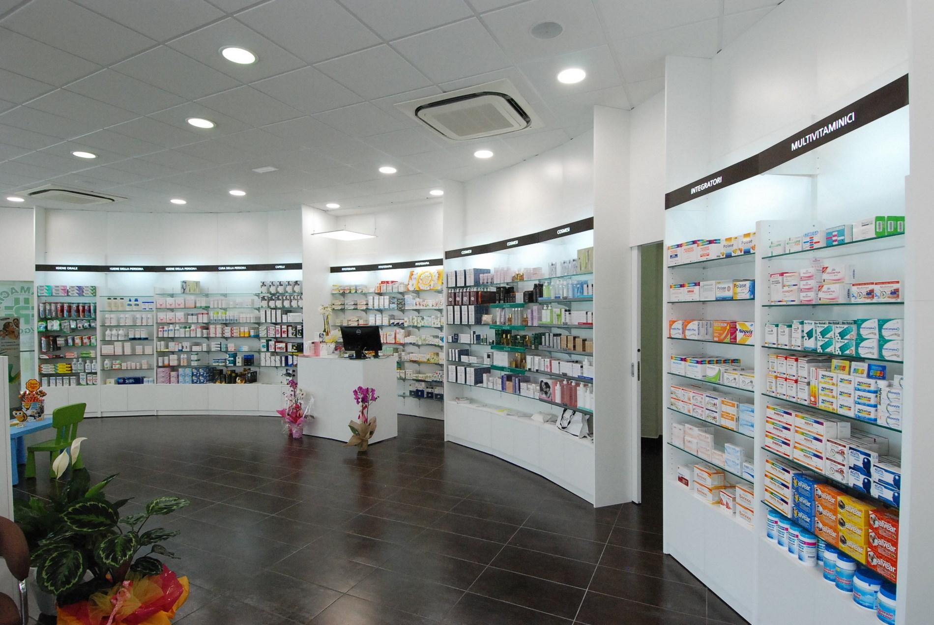 Sebrim sebrim arredo farmacie parafarmacie studi for Arredamento parafarmacia usato